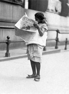 newsgirl reading the news in 1910